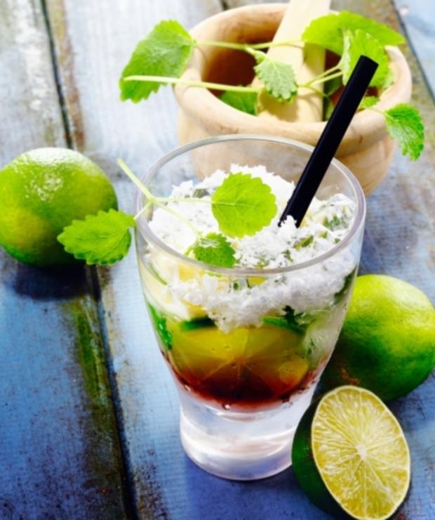 Zielony koktajl z jarmużem i pomarańczami - Zimne