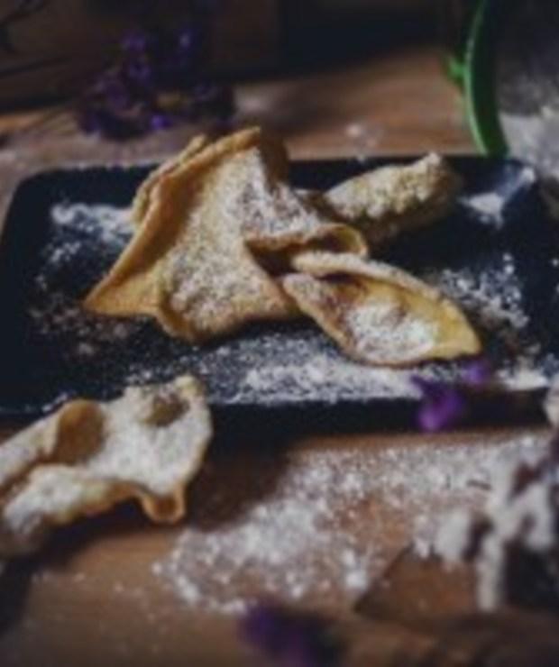 Idealny chrust: Jak usmażyć doskonałe faworki - Ciastka