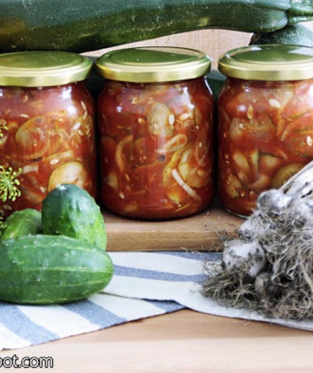 Sałatka z ogórków w pomidorowo- paprykowej zalewie na ostro - Warzywne