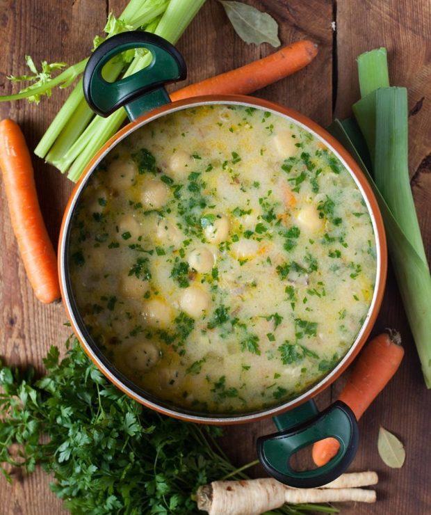 Warzywna zupa z kurczakiem i kluseczkami - Z mięsem