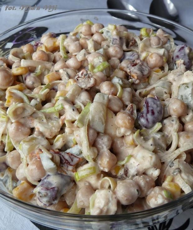 Sałatka z cieciorką, fetą i suszonymi pomidorami - Jarskie