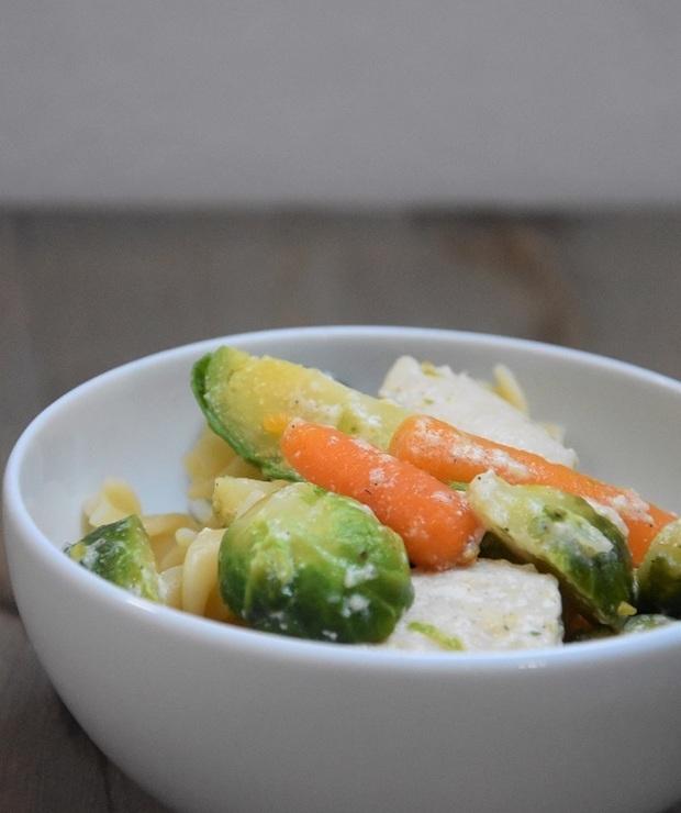 Makaron z kurczakiem i warzywami - Dania z makaronu