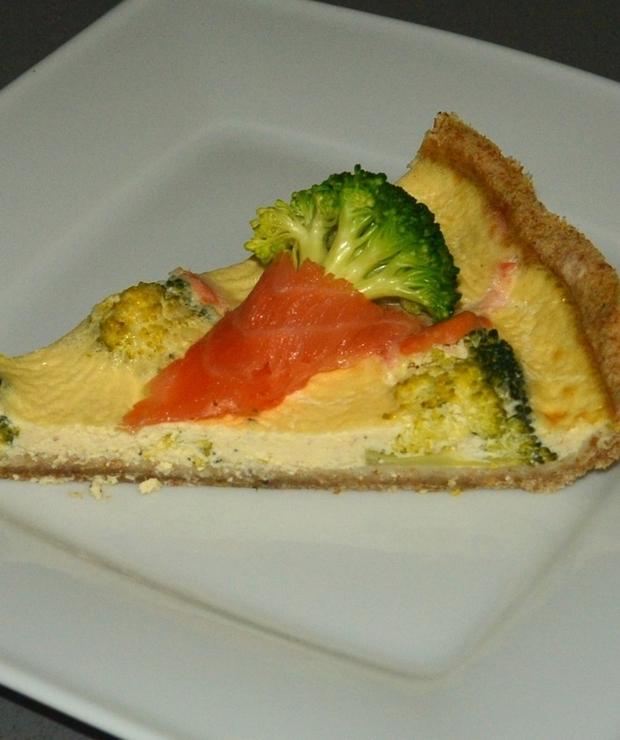 Pełnoziarnista tarta z brokułem i łososiem - Na gorąco