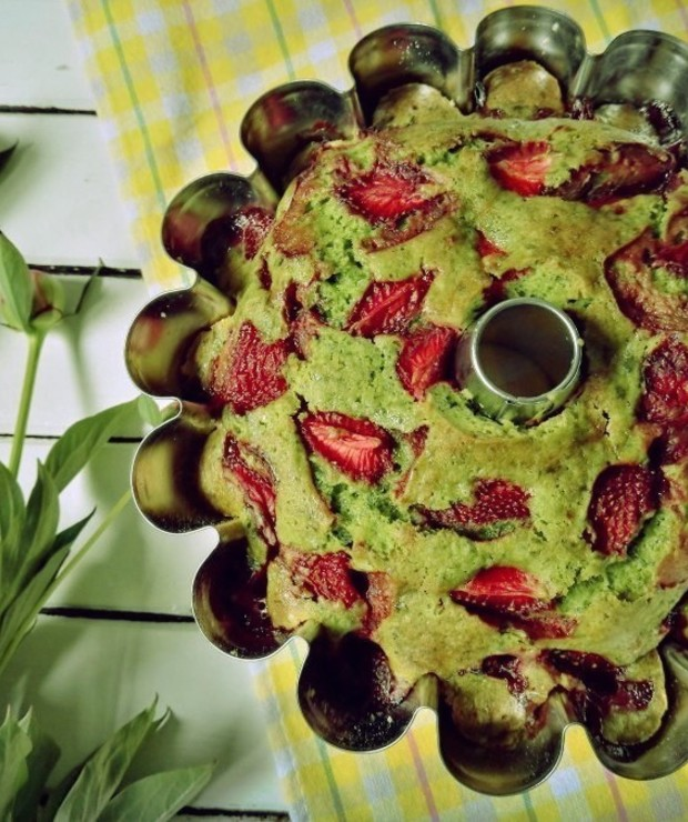 Szpinakowa babka z truskawkami - Ucierane