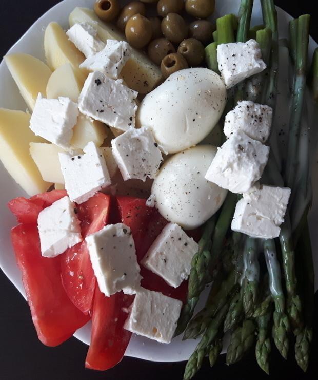 Sałatka ziemniaczana ze szparagami i fetą - Jarskie