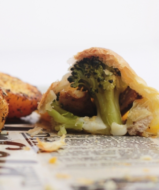 Sakiewki z ciasta francuskiego z kurczakiem i brokułami - Drób