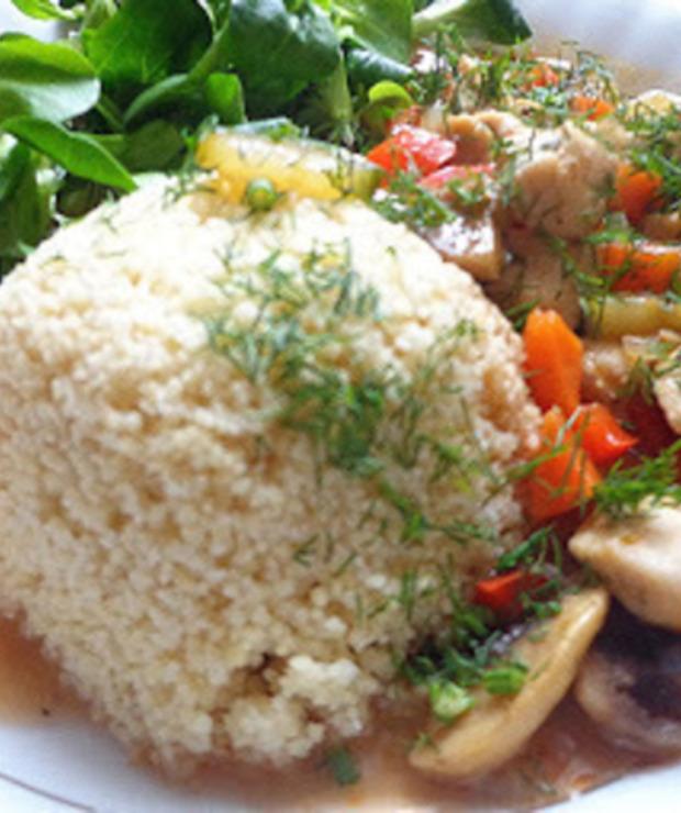 Sos z cukinii, kurczaka i papryki w towarzystwie kaszy kuskus - Warzywa