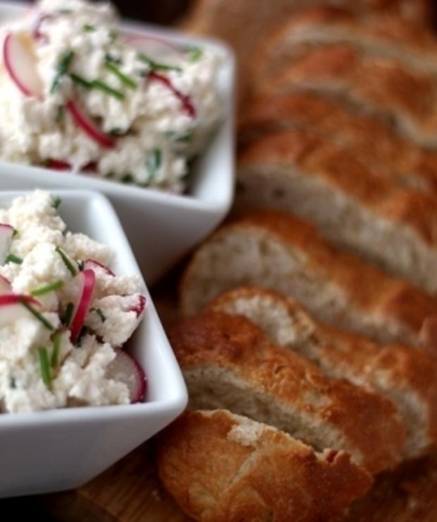 Twarożek z rzodkiewką i szczypiorkiem - Pasty do chleba