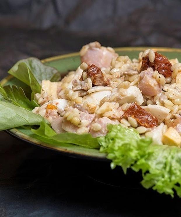 Sałatka z wędzonym kurczakiem - Mięsne