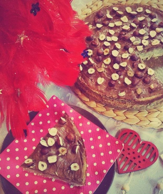 Torcik jaglany z orzechami laskowymi - Torty