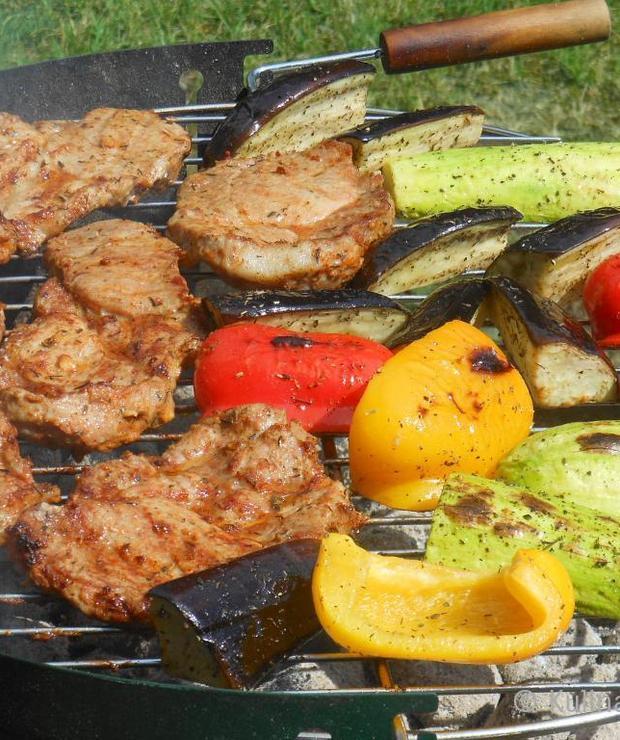 Karkówka z grilla z warzywami - Potrawy z grilla
