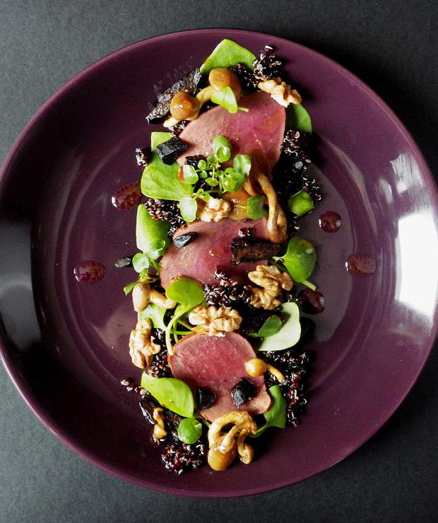 Wykwintna sałatka z czarną quinoą i sarną - Bezglutenowe