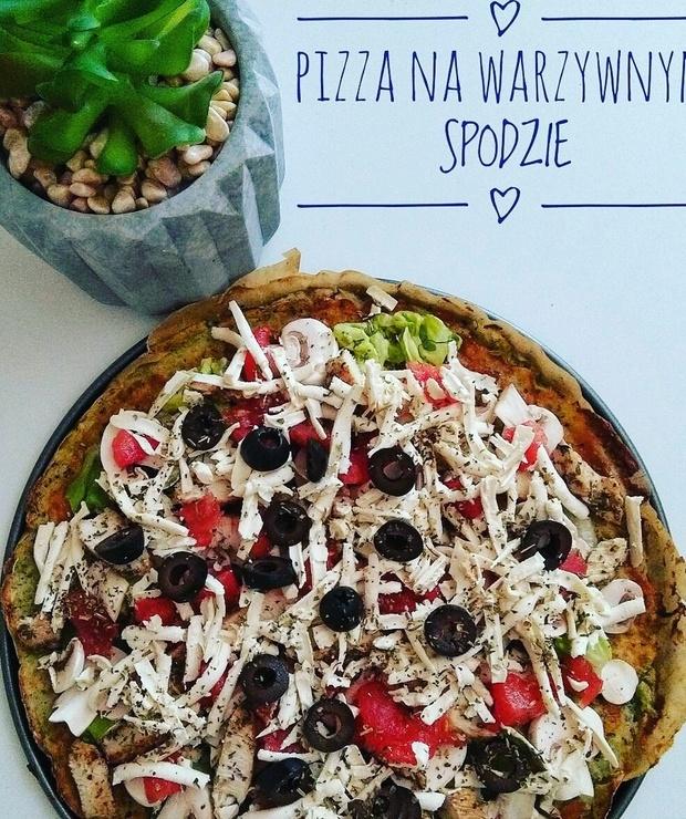PIZZA NA WARZYWNYM SPODZIE - Pizza i calzone