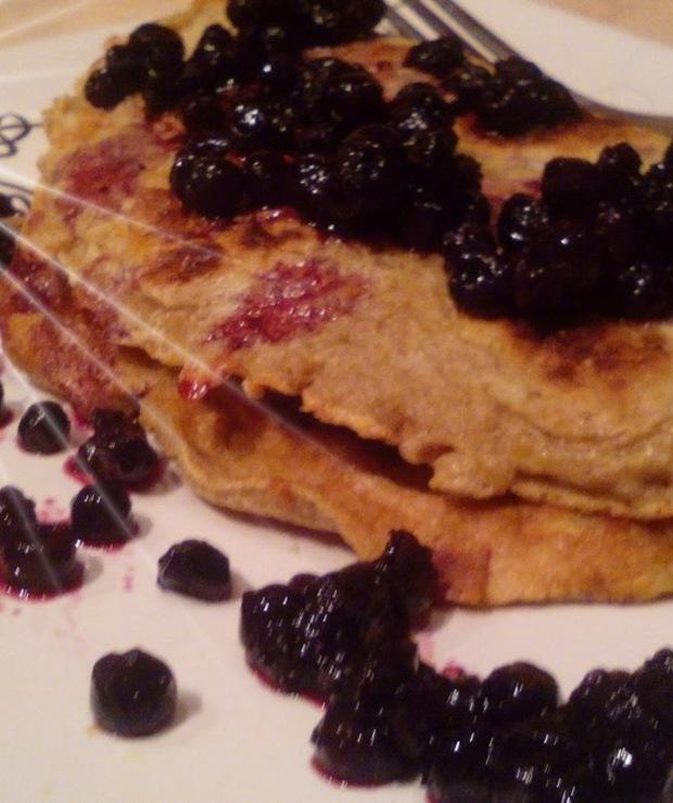 Omlet na słodko  z jagodami i cynamonem - Desery i ciasta