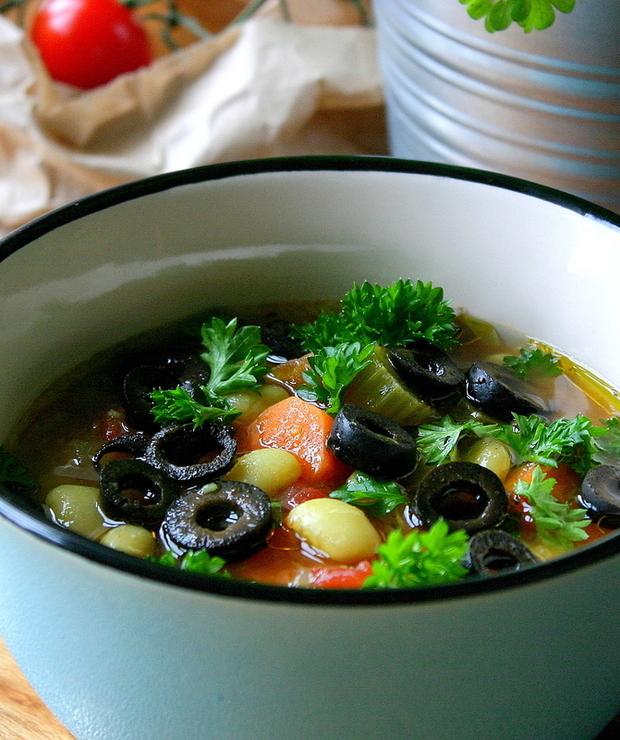 Grecka zupa fasolowa - Z warzywami