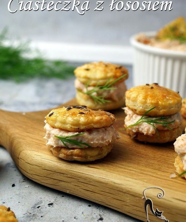 Serowe ciasteczka z pastą łososiową - Na zimno