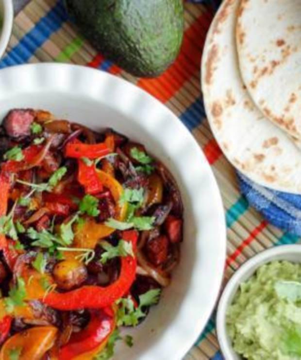 Fajita z kiełbasą chorizo - klasyka kuchni tex-mex - Wieprzowina