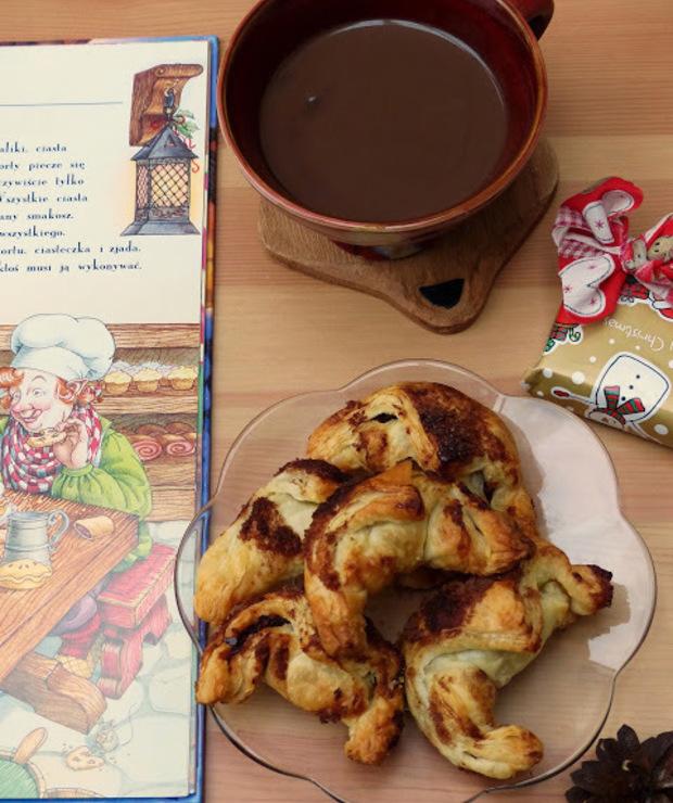 Rogaliki z nadzieniem żurawinowym i śliwkowym z gorącą czekoladą - Inne