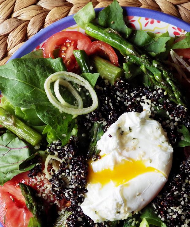 Sałatka z mniszkiem i czarną quinoą - Bezglutenowe