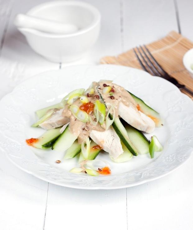 Sałatka z kurczaka i ogórka w sosie sezamowym - Na zimno