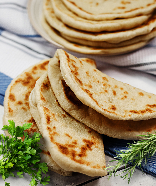 Greckie chlebki pita – miękkie i elastyczne, bez kieszonek - Bułki