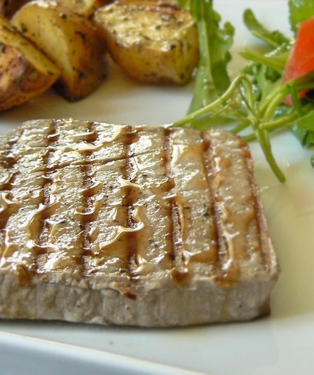 Grillowany stek z tuńczyka - Tuńczyk
