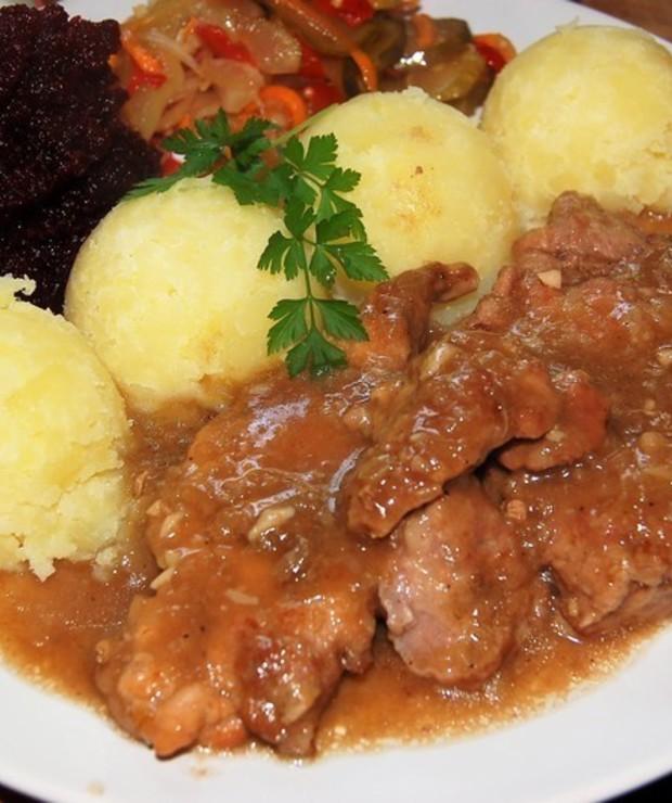 Duszone mięso w aromatycznym ,sosie pieczeniowym - Wieprzowina