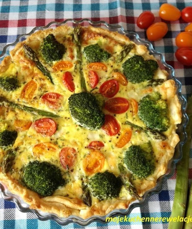 Tarta ze szparagami, pomidorkami i brokułem - Tarty wytrawne
