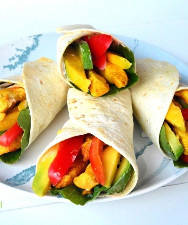 Tortilla z mango, kurczakiem i awokado - Na gorąco