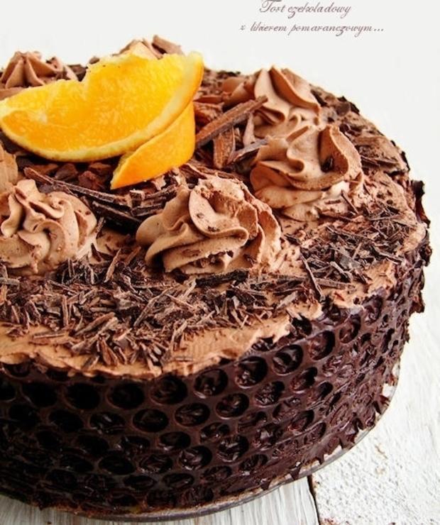 tort czekoladowy z likierem pomarańczowym - Torty