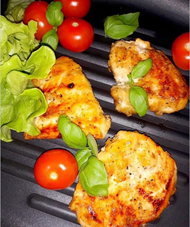 Grillowane piersi z kurczaka w miodowo-chrzanowej marynacie - Drób
