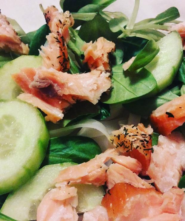 Makaron ryżowy z łososiem i zielonymi warzywami - Bezglutenowe