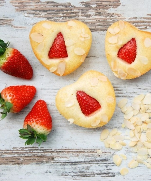Walentynkowe babeczki migdałowe z truskawkami - Muffiny i babeczki