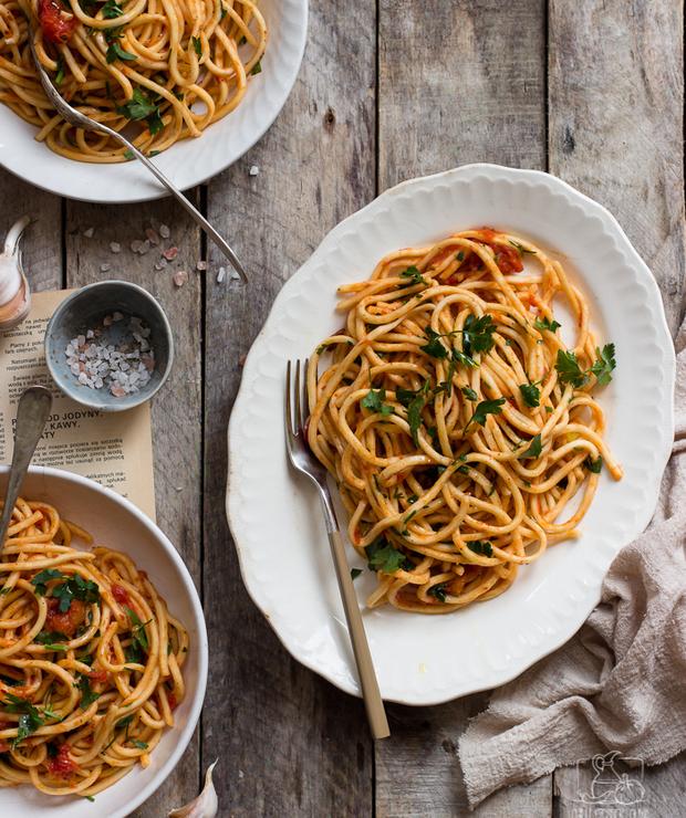 Strangozzi alla spoletina - makaron z pomidorami, chilli i natką pietruszki - Dania z makaronu