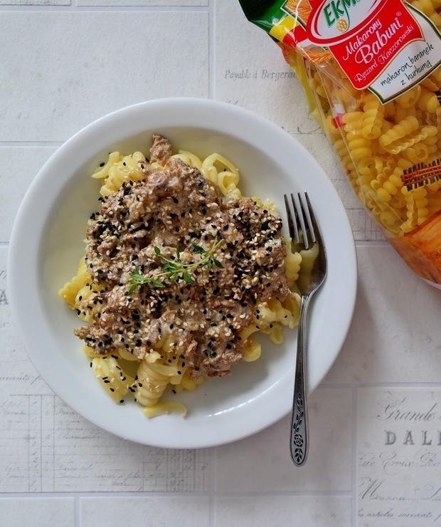 Makaron z sosem z kurek - Dania z makaronu