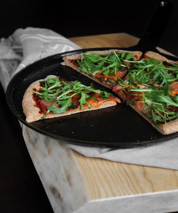 Pizza grahamka FIT | Zdrowsza wersja włoskiego przysmaku - Dania główne
