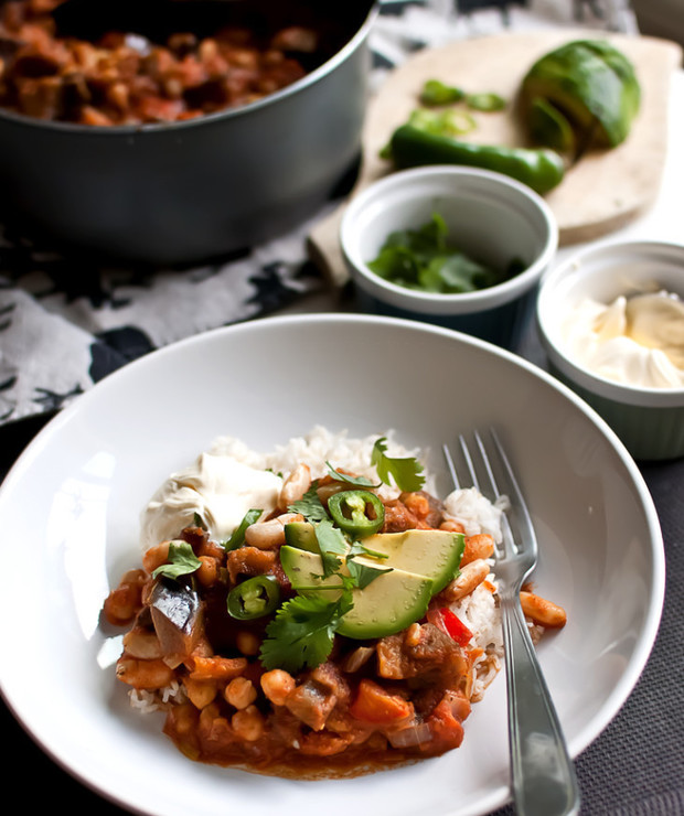 chili sin carne z ciecierzycą i bakłażanem - Jarskie