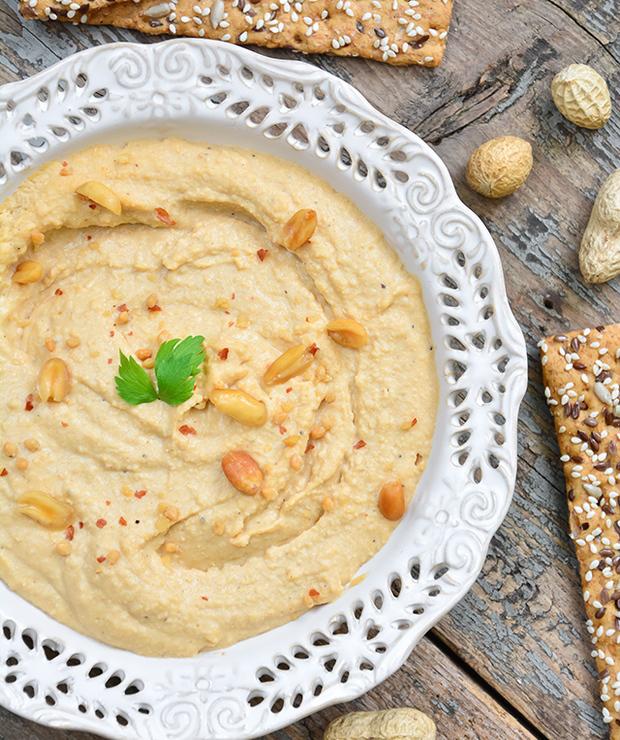 Hummus z masłem orzechowym i pieczonym czosnkiem - Na zimno