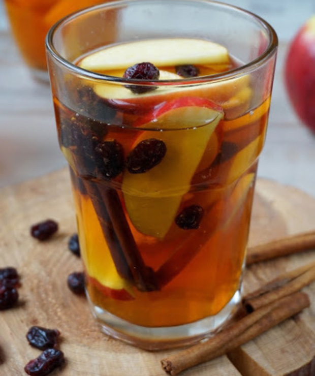 Herbata z jabłkami, cynamonem i żurawiną - Gorące