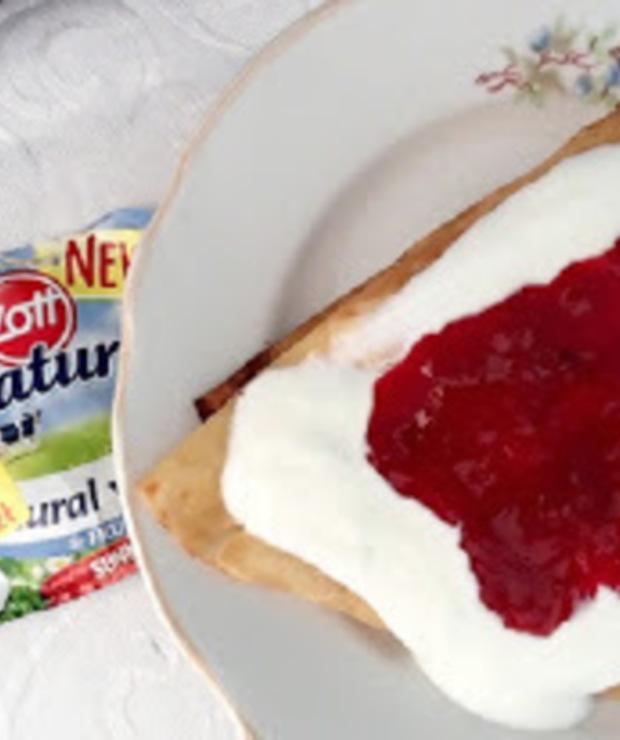 Naleśniki z serem podawane z Zott Primo. Projekt trnd - Mączne