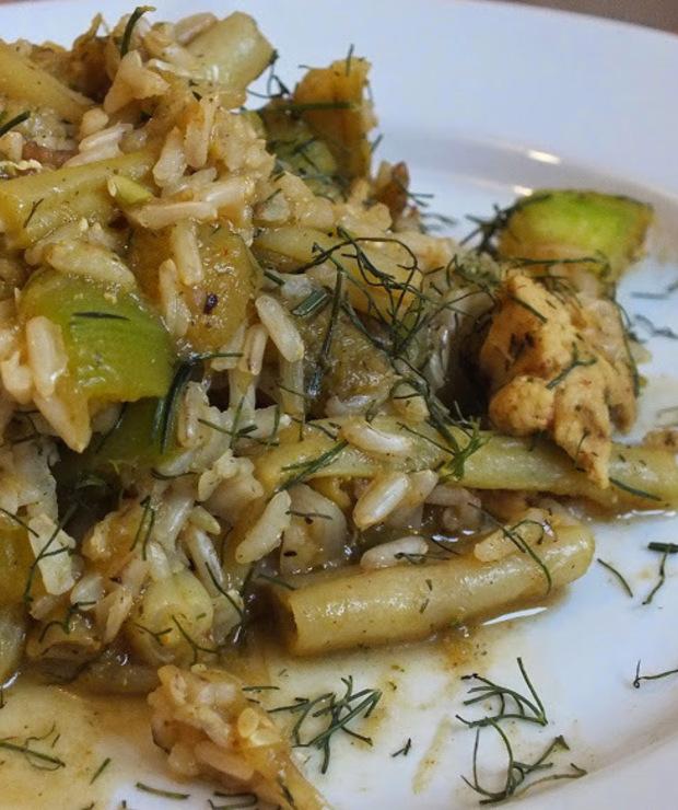 Kurczak curry z brązowym ryżem, kiełkami i warzywami - Drób