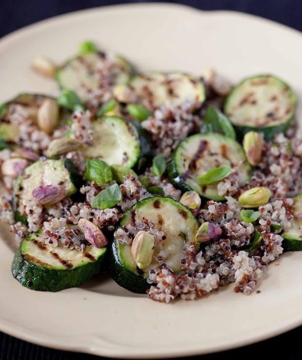 Sałatka z cukinią i kaszą quinoa - Jarskie