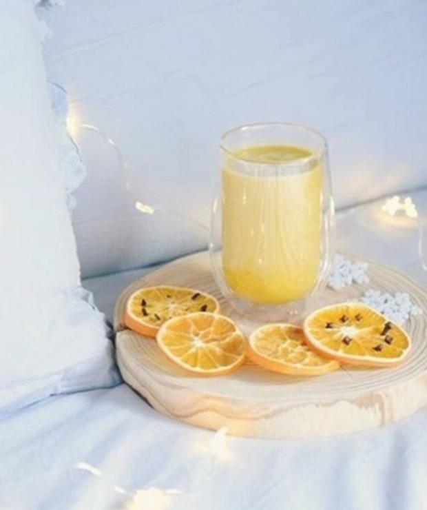 pomarańcza + banan + płatki owsiane + siemię lniane + kurkuma + pieprz + cynamon - Zimne