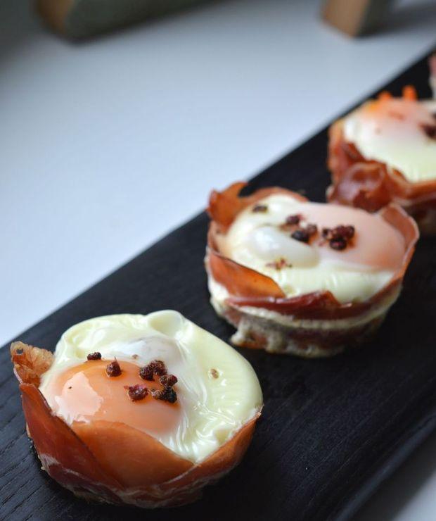 Jaja zapiekane w boczku czyli śniadanie białkowo-tłuszczowe nie tylko na weekend - Jajka i omlety