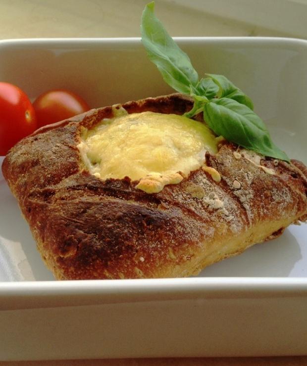 Jajko zapiekane w bułce - Na gorąco