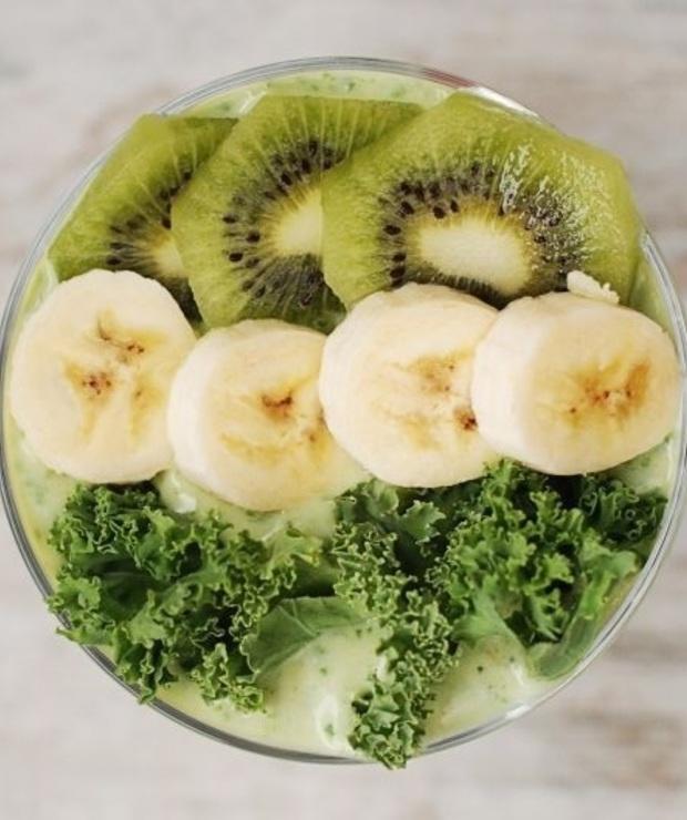 jarmuż + banan + awokado + mleko + syrop z agawy - Zimne