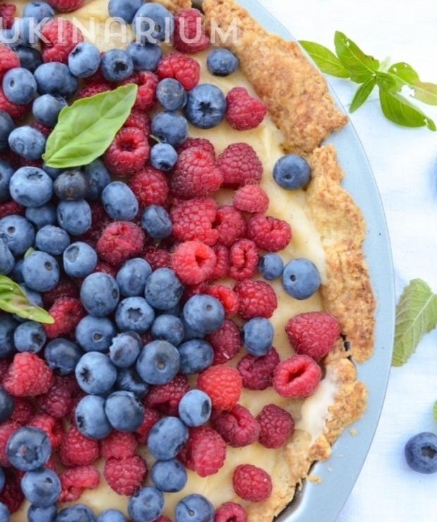 Tarta z kremem waniliowo-bazyliowym i letnimi owocami - Inne