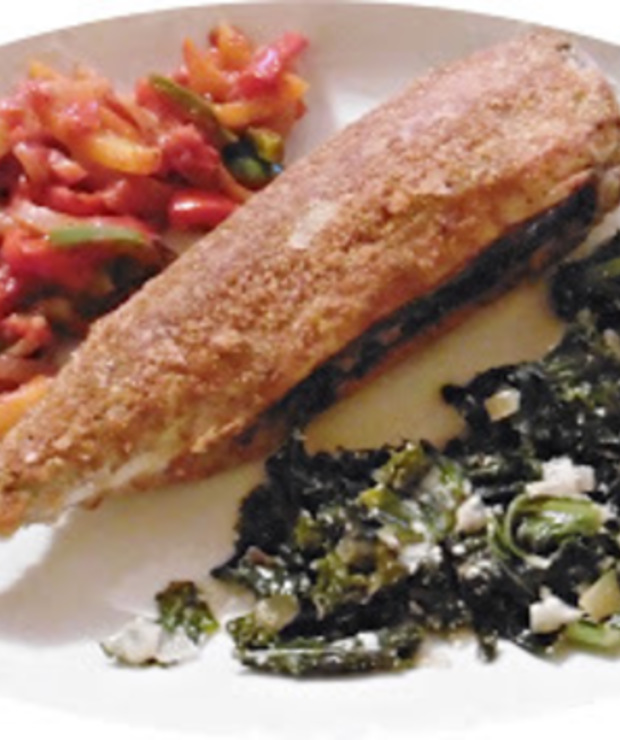 Smażona makrela z jarmużem i duszoną papryką - Makrela