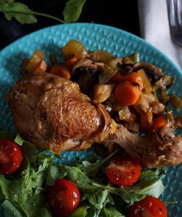 Pałki kurczaka duszone w warzywach - Drób