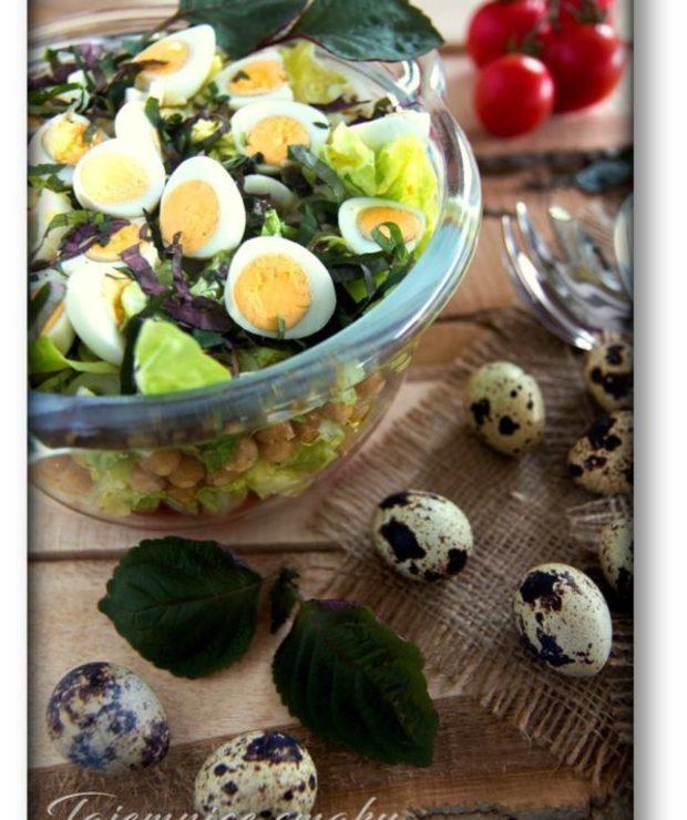 Pachnąca pachnotka – sałatka z pachnotką, ciecierzycą, pomidorkami i jajami przepiórczymi - Jarskie